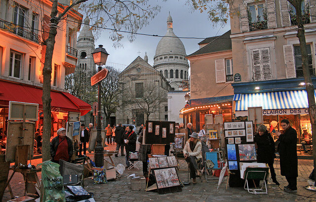 Place du Tertre 15/11/2010 17h15  Place du Tertre The Place du Tertre is a square in Paris' XVIIIe arrondissement. Only a few streets away from Montmartre's Basilica of the Sacré Cœur and the Lapin Agile, it is the heart of the city's elevated Montmartre quarter. With its many artists setting up their easels each day for the tourists, the Place du Tertre is a reminder of the time when Montmartre was the mecca of modern art. At the beginning of the 20th century, many penniless painters including Picasso and Utrillo were living there. [ Source: Wikipedia - Place du Tertre (Paris) ]